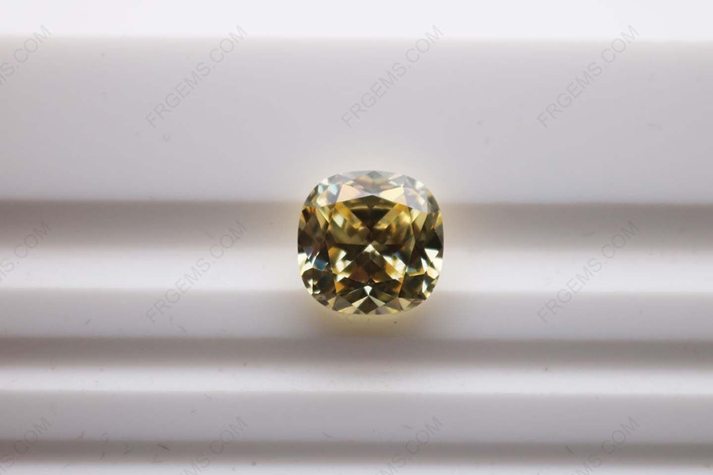 Cubic_Zirconia_Canary_Yellow_3A
