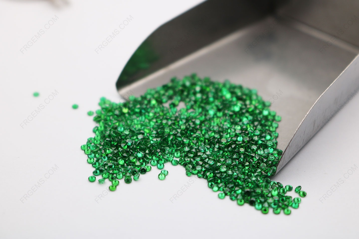 Cubic_Zirconia_Green_Round_diamond_Faceted_Cut_1.70mm_Melee_stones_IMG_2945