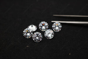 Cubic-Zirconia-White-Color-5A-Best-Quality-Round-faceted-stones-with-drilled-holes-wholesale-China_IMG_4961