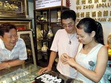 traders_sell_gemstones_to_customers